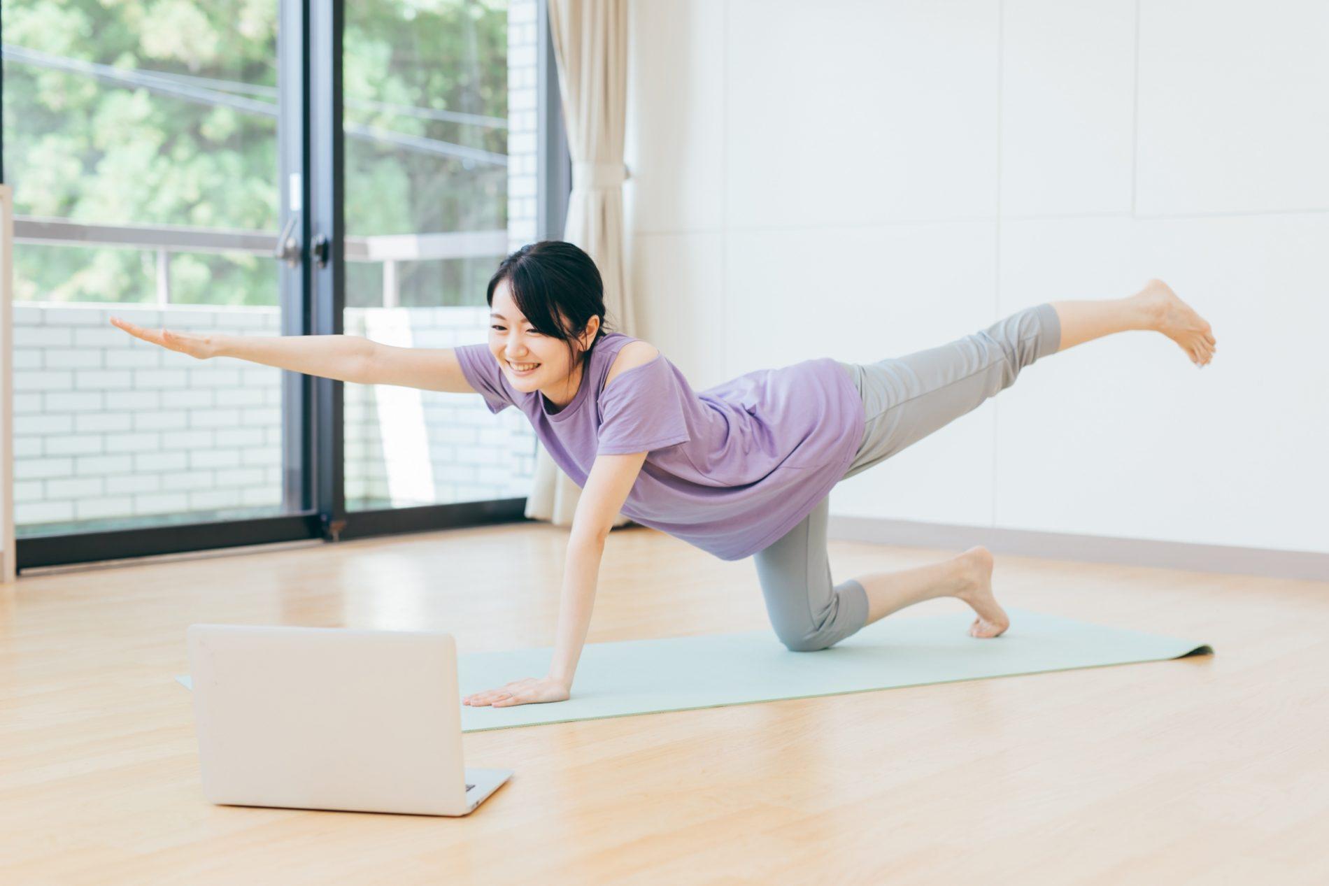 モムチャン式バストを美しくする3つ方法「姿勢」「ストレッチ」「筋トレ」